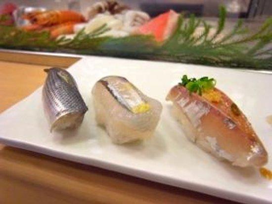 Tsukiji Sushisay Honten: 1貫ずつ頼む事が出来る
