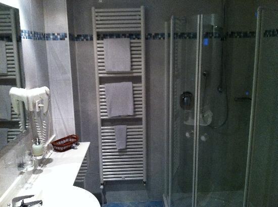Wellness Residence Palmai: il bagno con la bellissima doccia