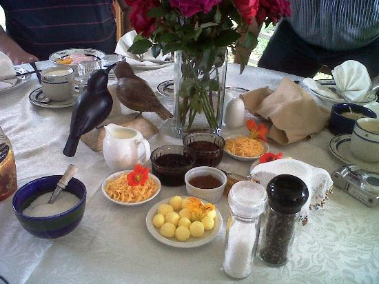 Wetlands Country House and Sheds: Breakfast with its farm made buttern and jams