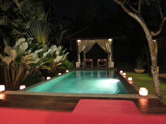 The Ulin Villas & Spa: pool at nite, so romantic
