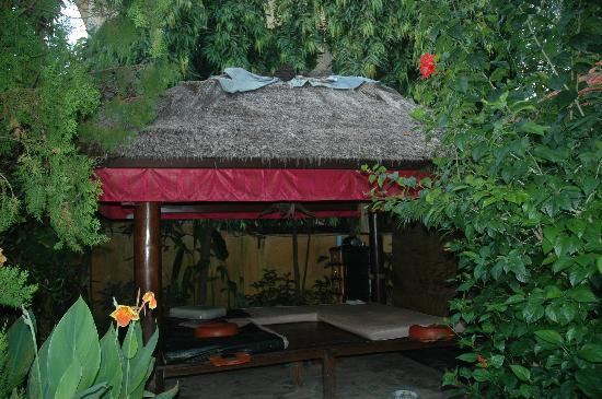 Kusnadi Hotel: And the $7 massages are worth a daily visit!