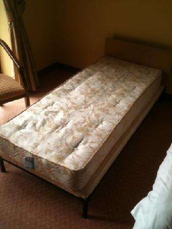 Westport Woods Hotel: disgusting