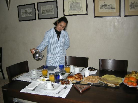 Riad Atman: Jamila serving breakast indoor