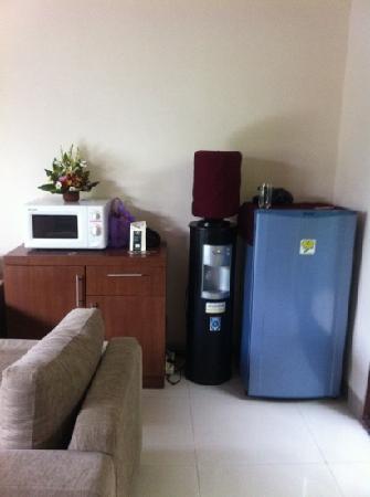 Grania Bali Villas: fridge, water dispenser, fresh flowers supplied
