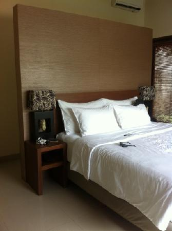 Grania Bali Villas: comfortable bed, with great pillows!!
