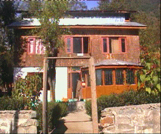 Raina Guest House