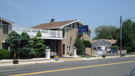 The Atlantic Motel: Front of Building