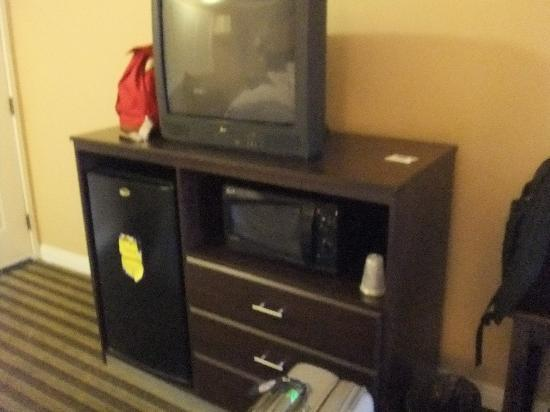 Rodeway Inn & Suites Rosemead : TV and TV stand