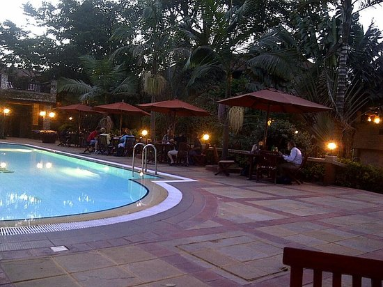 Fairview Hotel: Dinner at the pool