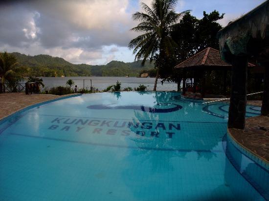 Kungkungan Bay Resort: The pool.