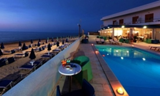 Hotel La Battigia: Swimmingpool by night