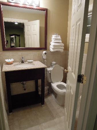 Golden Gables Inn: Bathroom