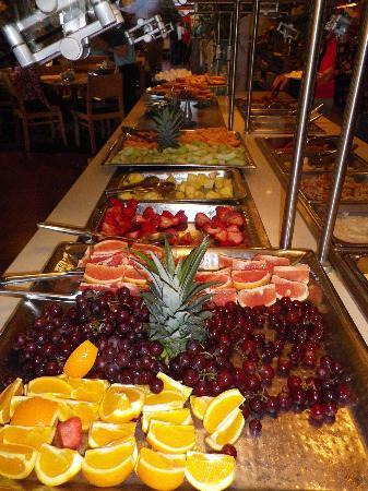 The Dunes Restaurant: I love all the fresh fruit.