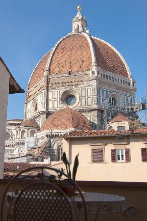 Al Duomo: panoramic view terrace living room
