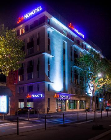 Novotel Suites Clermont Ferrand Polydome : façade de nuit