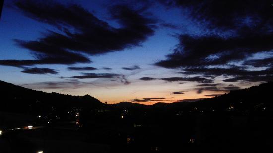 Hotel Engel: avond vanuit onze kamer