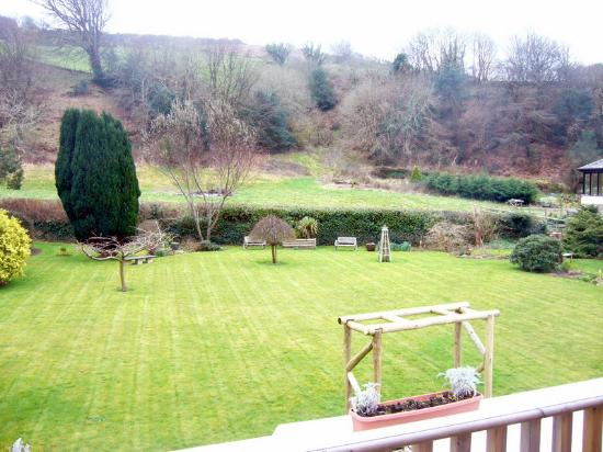 The Stag Hunters Hotel: Overlooking the garden