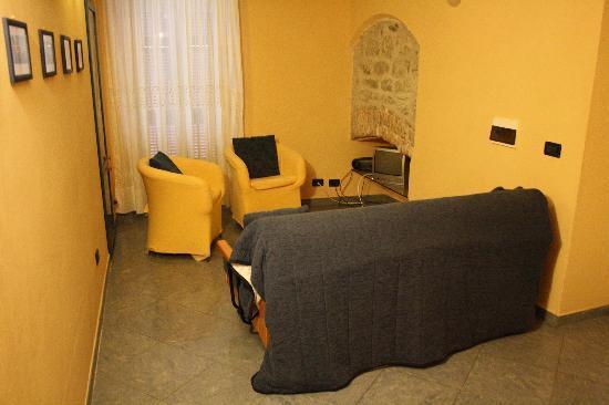 I Due Fari : Sala appartamento BIANCO LILLA'