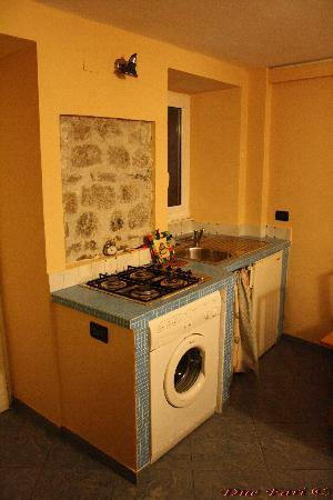 I Due Fari : Cucina appartamento BIANCO LILLA'