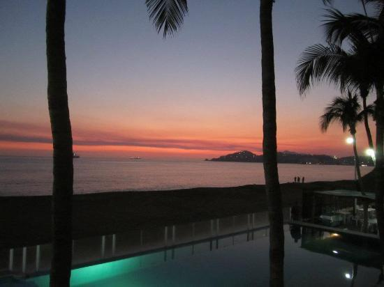 Hotel Marbella: Sunset from the balcony!