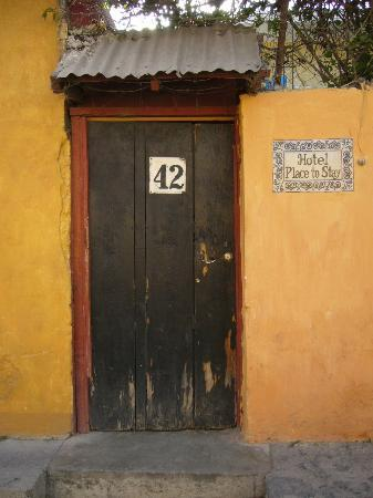 A Place to Stay Hostel: The most wellcoming door in Antigua