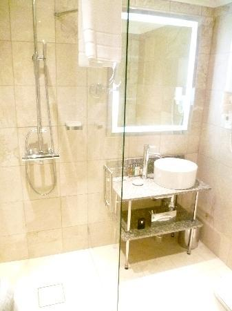 Elite Eden Park Hotel: Bathroom