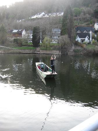 Wye Knot Inn: Getting the Ferry to the other bank