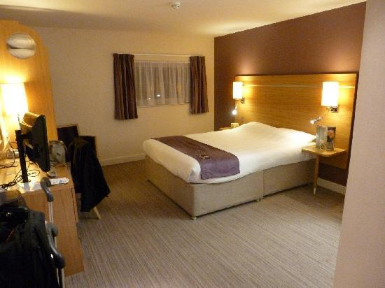 Premier Inn Manchester Airport (M56/J6) Runger Lane South: bed room 2