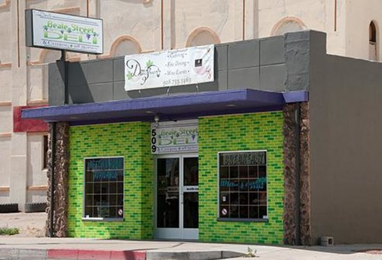 Dora's Beale Street Deli : Just look for the Green Bricks!