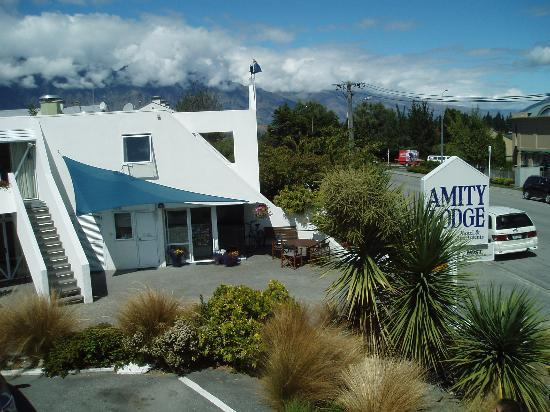 Amity Lodge Motel: The motel and the Remarkables beyond