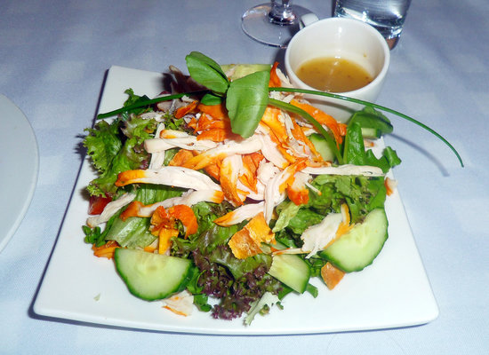 Le Must Restaurant: Salad with locally made smoked cheese