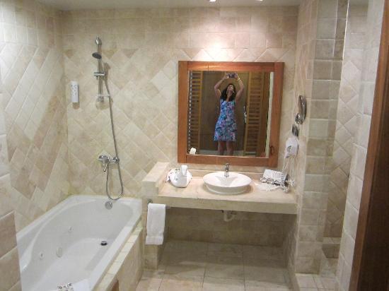 Be Live Collection Punta Cana  Washroom  bath on the left shower was on the. Washroom  bath on the left shower was on the right and the toilet