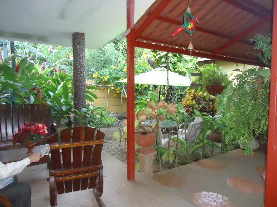 Hotel El Raizon: gardens