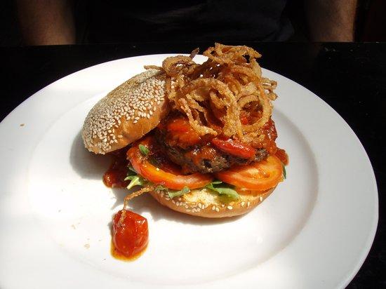 Ile de Pain : Homestyle Burger