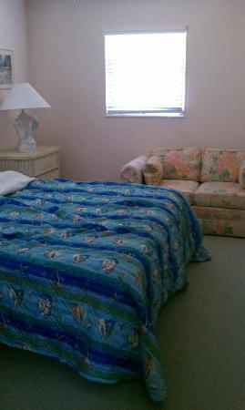 Gulf Breeze Cottages: MASTER BEDROOM