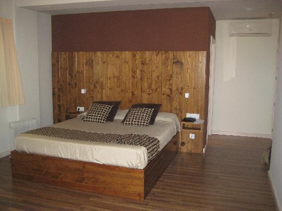 Hotel Restaurant Mas Prades: Habitación