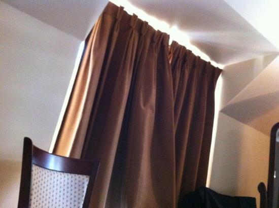 Riverside Hotel Killarney: curtains