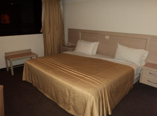 Hotel Marbella: Habitación sencilla cama king size