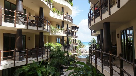 El Taj Oceanfront & Beachside Condos Hotel : Another Ocean view from common areas