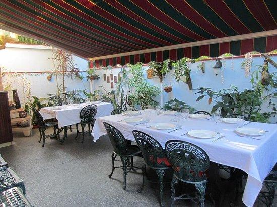 La Carboncita Paladar : outdoor seating