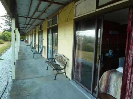 Surfside Motor Inn: Surfside front verandah