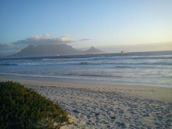 Dolphin Beach Hotel: Table Mountain from the terrace