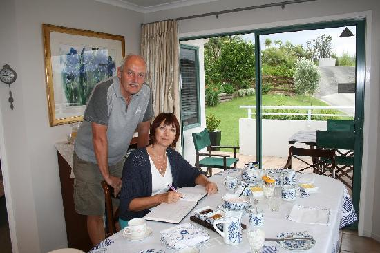 Pacific View B&B: English guests signing the Guest Book