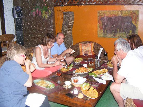 The Butchery Grill : table familiale en terrasse