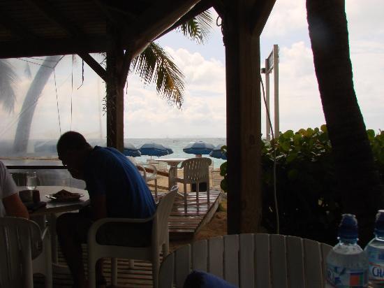 Mr. Busby's Beach Bar: View while having breakfast.