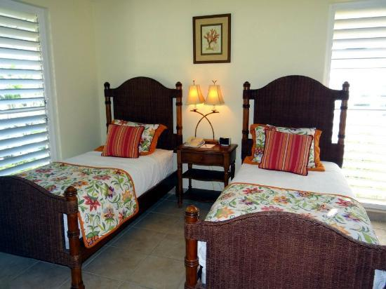 Ocean Club West: the twin bedded 3rd bedroom