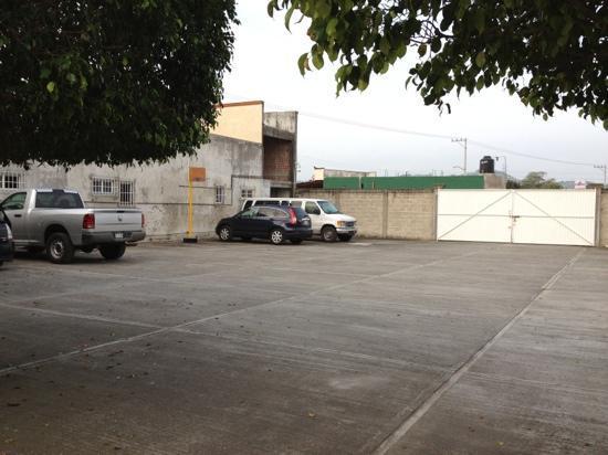 Hotel Dorado: Parking