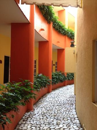 Hotel Dorado: Inside