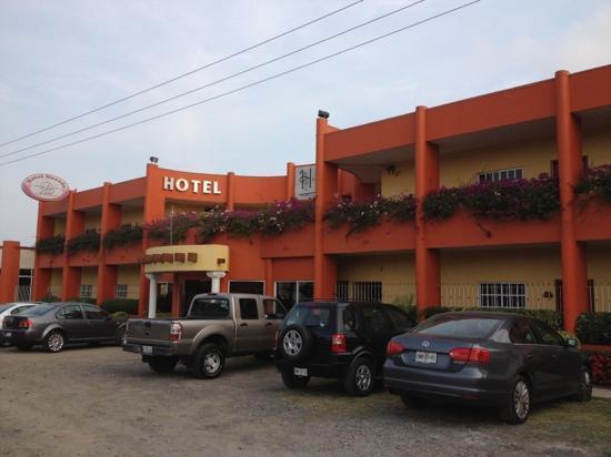 Hotel Dorado: outside