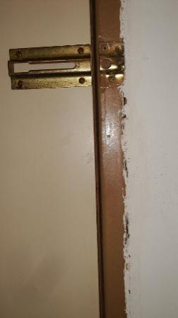 Marbellamar Hotel & Resort: traba puerta rota